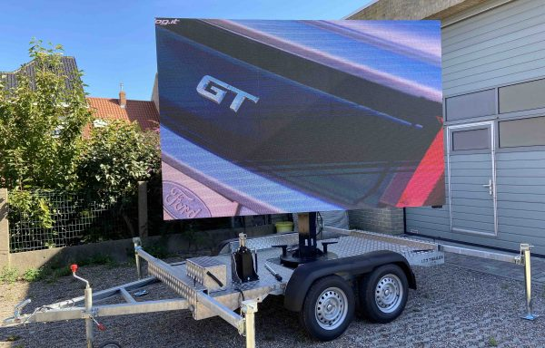 Trailer with 6sqm LED screen 3.9mm outdoor (used)